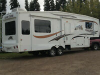 2011 30RL Cedar Creek Fifth Wheel