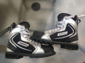 BARRI ROOKIE SKATE STYLE BOOTS
