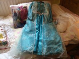 FROZEN ELSA AND ANNA DRESSING UP COSTUMES AGED 7-8