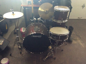 Like new drum set.