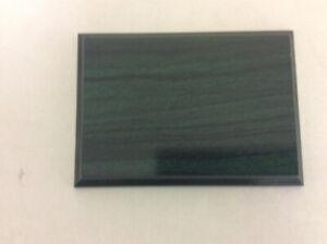 Green/black wood grain plaques 5x7