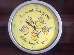 Jolie horloge humoristique citrons!