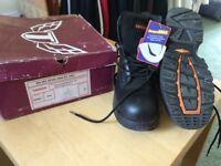 Trojan, NonMetallic, Safety Boots in Black