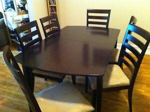 Mobilier de cuisine - Table + 6 chaises