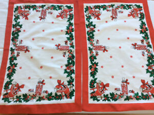 8 cloth napkins & 2 table top runners