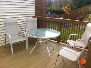 4 chairs and round table St. John's Newfoundland image 2