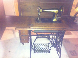 Singer 1911 Treadle Sewing Machine with table