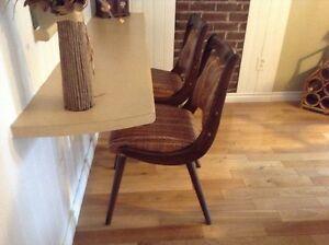 2 chaises vintages Début des années 70 Propre et en bonne condit