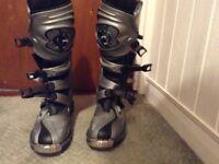 Wulfsport boots. Size 9