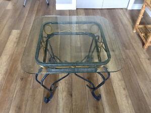 2 table de salon en fer forgé et en verre