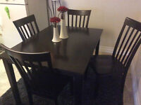 Dark wood oak Table and 4 chairs