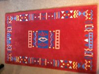 Cameo handcrafted modern rug
