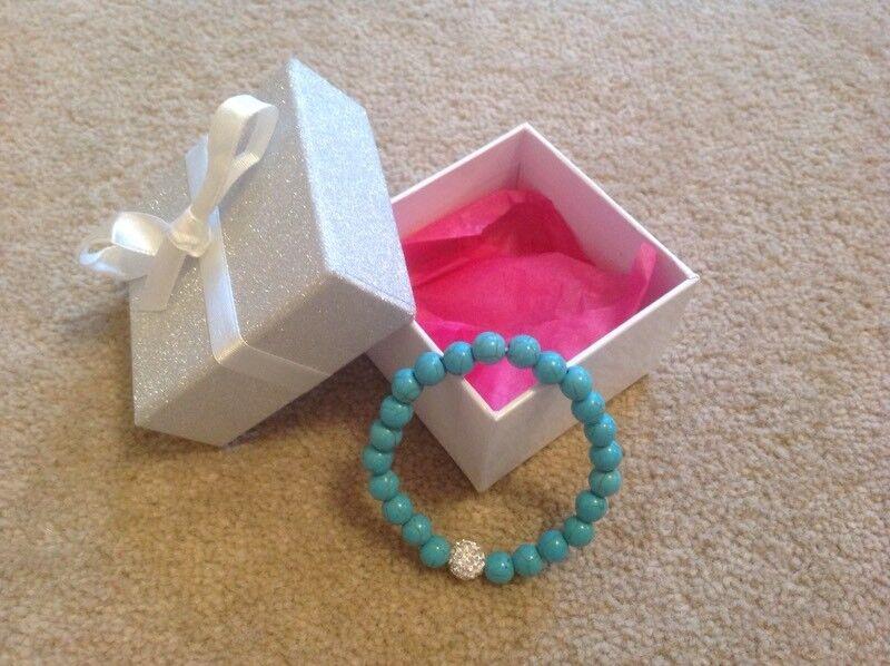 LADIES BRACELET AND GIFT BOX