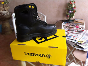 100% Brand new safety shoes for Men still in box - size 9