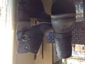 Taxi ankle boots-----AS NEW  ---Still in Store for 100.00