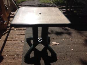 Table à patio carré