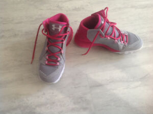 Girls basketball shoes