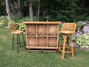 Indoor/outdoor rattan bar set with two swivel chairs