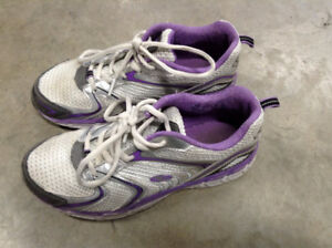 girls/youth running shoes