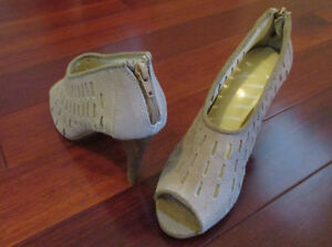 Womans suede shoe size 6 - Brand New - See our other ads Windsor Region Ontario image 4