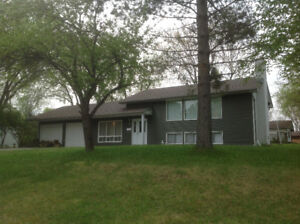 Spacious 3bd bi-level home, excellent location in Dryden,On.