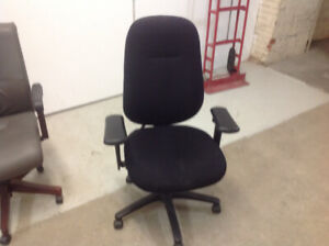CASTERED OFFICE CHAIR