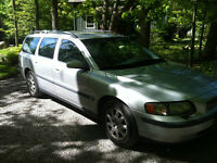 2004 Volvo V70 Base Wagon