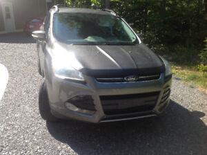 2013 Ford Escape SEL like new