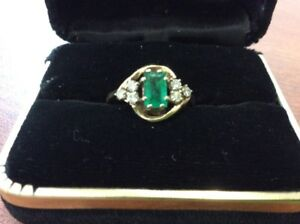 Stunning Women's Emerald Ring for sale