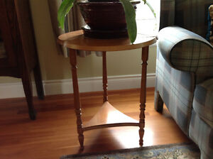 Solid maple accent table