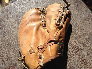 RARE**Beautiful ANTIQUE KIDS LEATHER 3 finger ball gloves mitts Cambridge Kitchener Area image 2