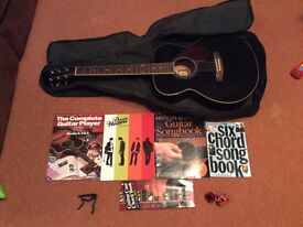 Acoustic Guitar bundle and accessories, perfect beginners bundle