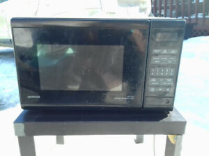 Turntable microwave oven, not sure if it works