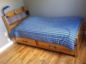 Twin Bedroom Set - Solid Maple Wood - Like New Condition