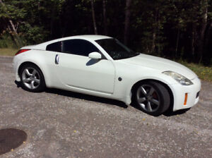 2006 Nissan 350 Z  ( Just like new )