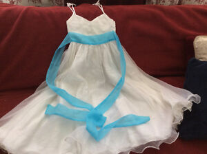 Girls beautiful party dresses 7-9 years old London Ontario image 1