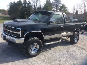 1993 Chevrolet 1500 4x4 6.2 diesel auto 8' box 250 kms lifted