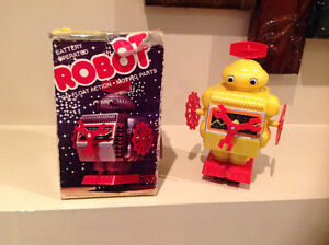 Battery Operated Vintage Toy Robot