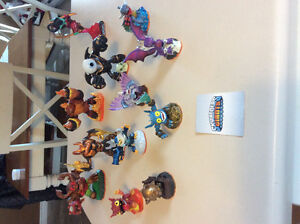 12 figurines Skylanders GIANTS. XBOX 360