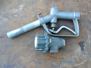 Fuel nozzle and tank valve