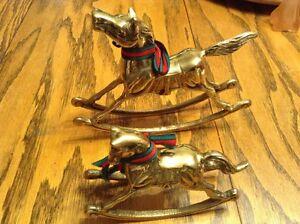 VINTAGE 2 CHEVAUX en laiton lourd. Rockin horse heavy brass