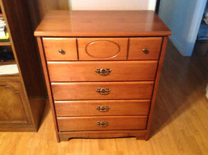 Excellent Condition 5 Drawer Dresser
