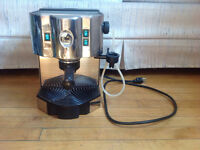 A professional espresso machine in great condition and price!