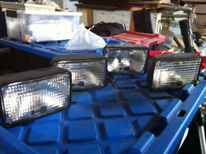 4 - 24 Volts Flood Beam Lights / Lumieres 24 Volts