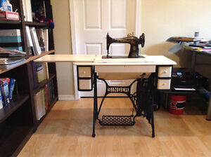 Singer sewing table and machine
