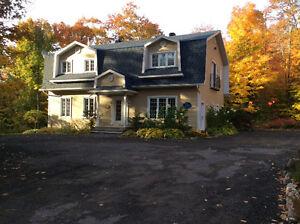 Splendide maison 2 étages, garage,25 arpents