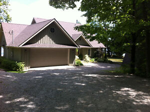 4 Season Exec Lake Home Rental - Winter - 1 1/2 hrs from Toronto
