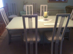 Pedestal diningroom table, eight chairs and sideboard $195.00