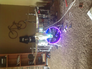 """To buy a 16"""" or 18"""" yamaha oak custom in silver sparkle"""