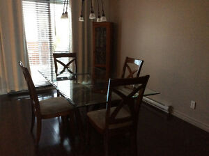 table, meuble buffet et meuble verrerie